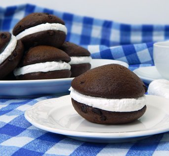 BNJO Chocolate Flavored Whoopie Pie & Cake - Cut Open Image